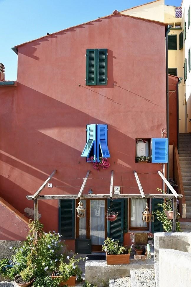 Cosa fare all'Isola d'Elba: una visita al Borgo al Cotone di Marciana Marina
