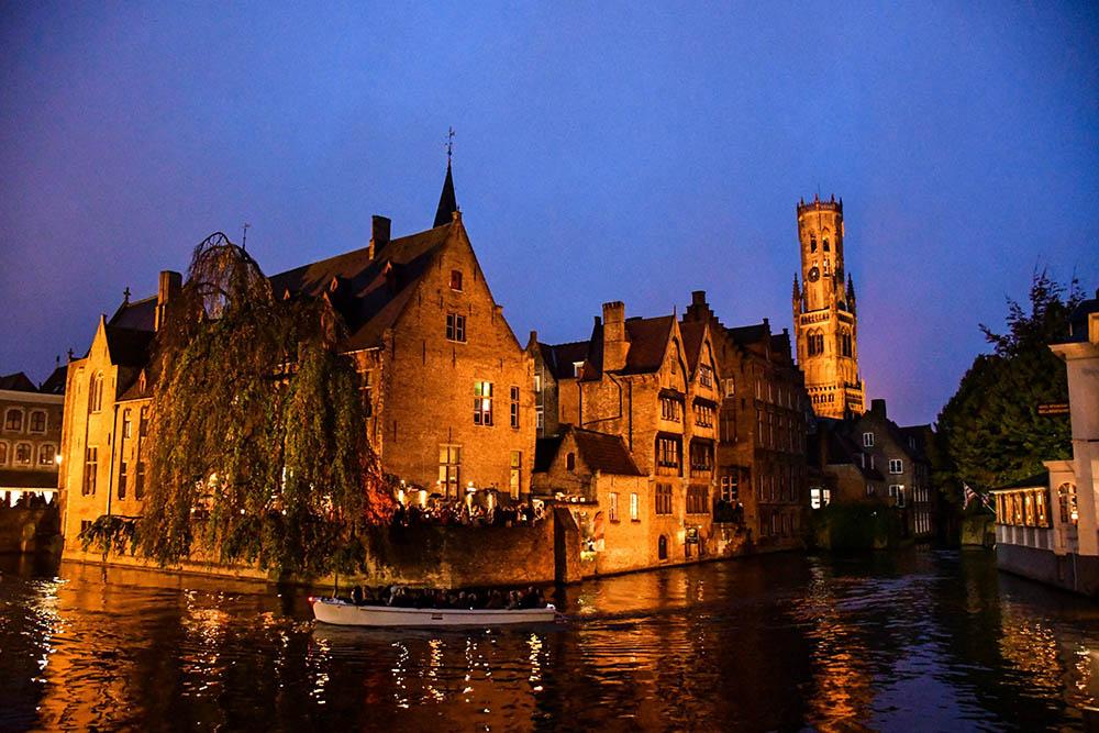 Bruges: lo scorcio romantico del Molo del Rosario