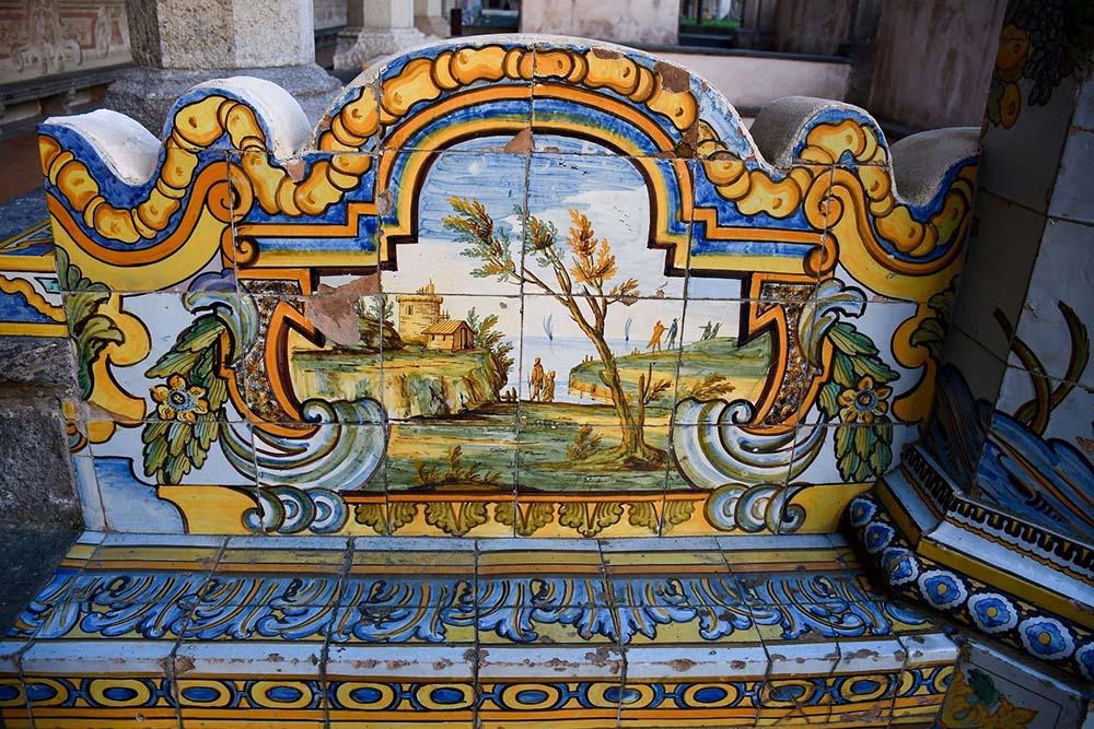 Cosa vedere al Chiostro maiolicato di Napoli