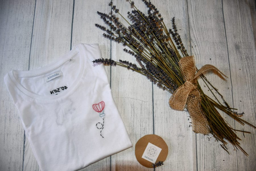Adelaide Bottega Creativa t-shirt ricamate a mano