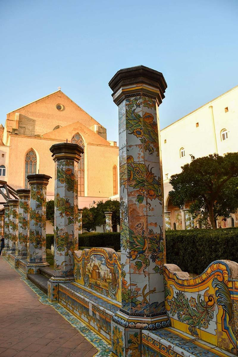 Cosa vedere a Napoli: il Chiostro maiolicato di Santa Chiara