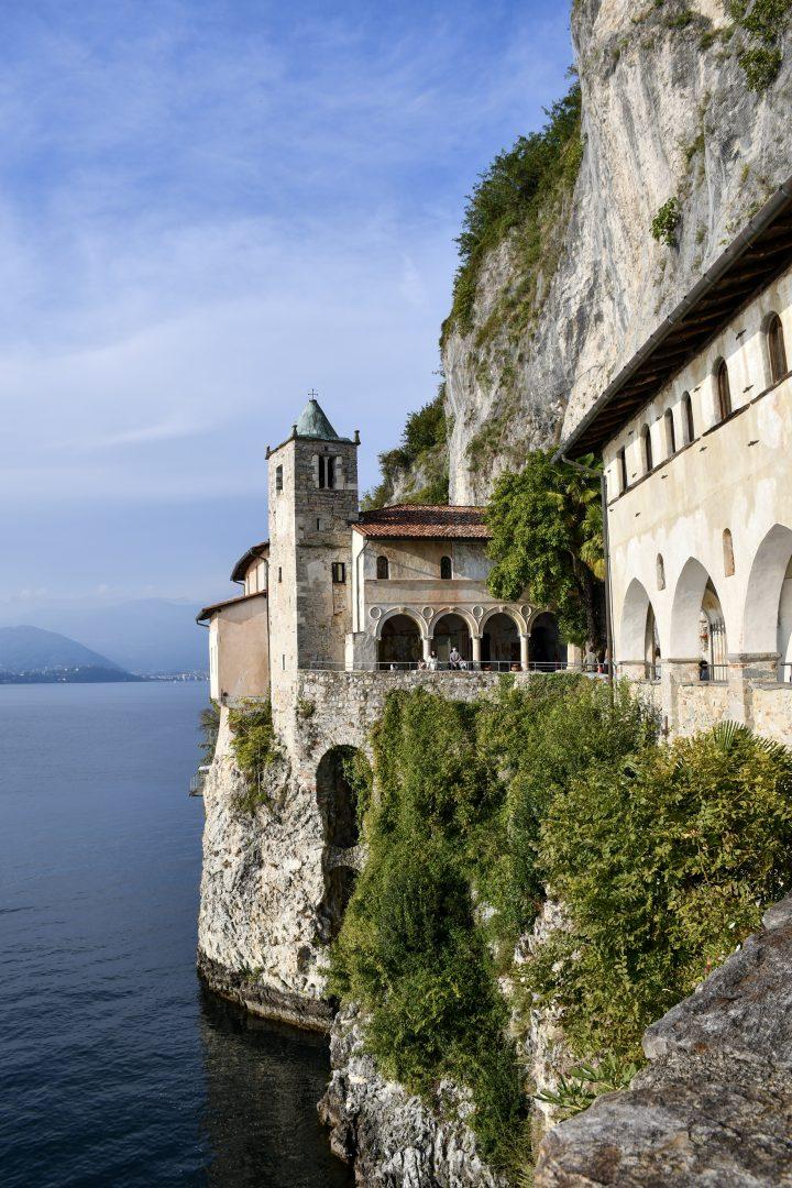Cosa vedere all'Eremo di Santa Caterina del Sasso sul Lago Maggiore