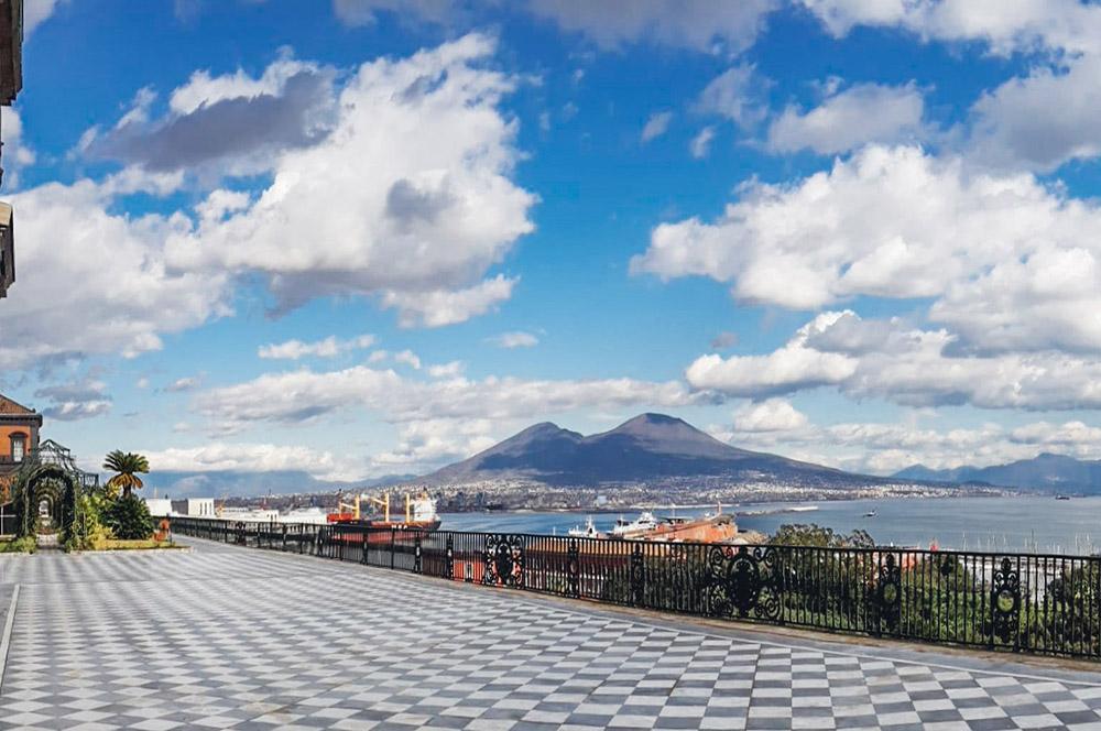 Il Giardino pensile di Palazzo Reale a Napoli