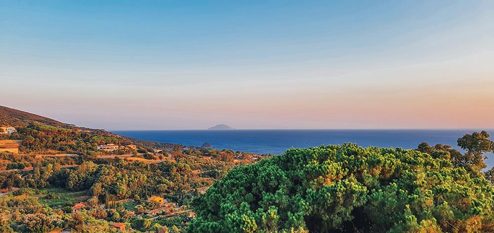 Vista su Montecristo da Capoliveri